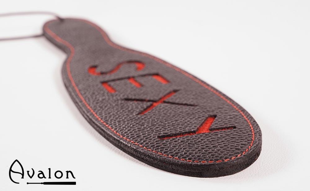 Avalon – Sort Paddle med skriften Sexy i rødt