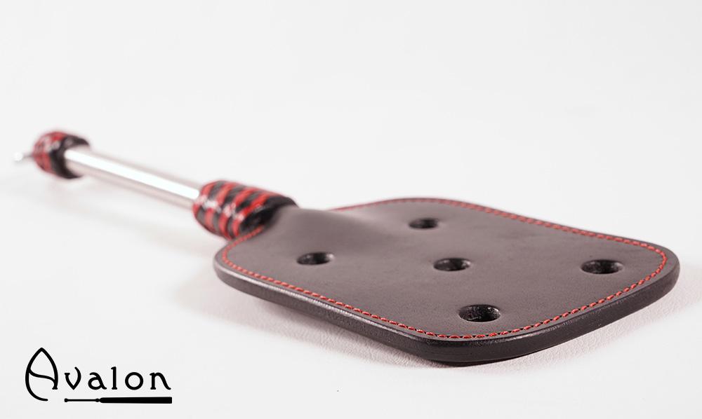 Avalon – Paddle med hull og metallhåndtak med D-ring – Sort og rød