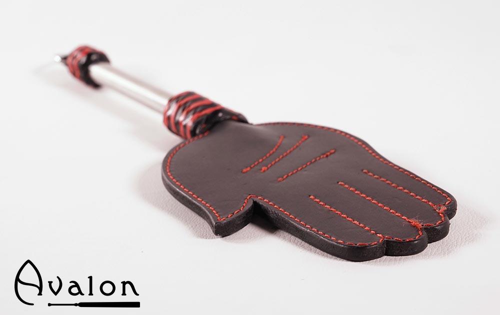 Avalon – Paddle med håndform og metallhåndtak med D-ring – Sort og rød